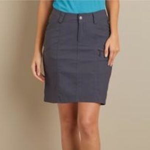 Duluth Trading Dry on the Fly Skort Small(B31)